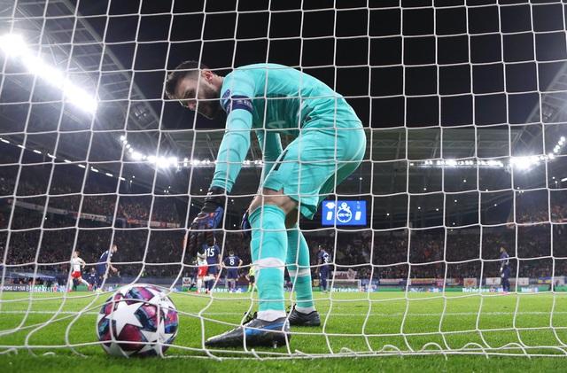 Kết quả vòng 1/8 UEFA Champions League: Valencia 3-4 Atalanta, RB Leipzig 3-0 Tottenham - Ảnh 1.