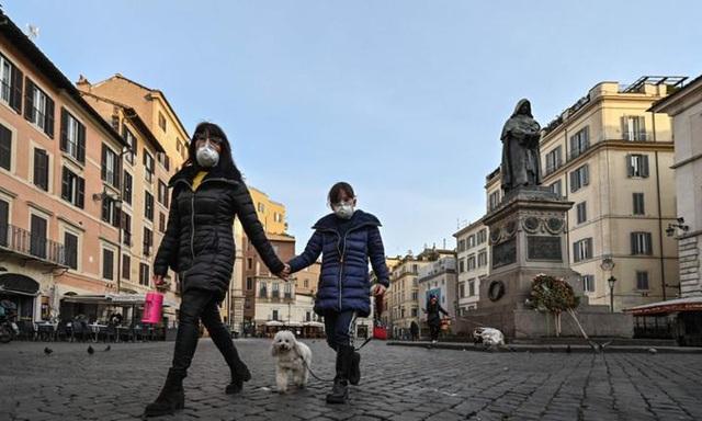 Cập nhật dịch COVID-19 ngày 11/3: Số ca ở Italy vượt 10.000, Thứ trưởng Y tế Anh nhiễm COVID-19 - Ảnh 1.