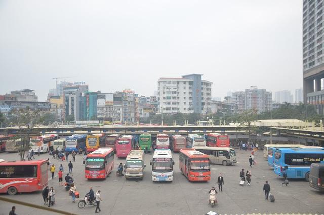 Nhiều xe khách tuyến Hà Tĩnh - Hà Nội tạm dừng hoạt động - Ảnh 1.