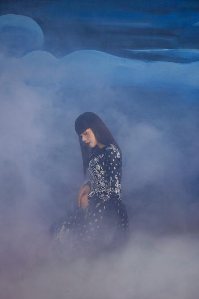 Hoa hậu Hằng Nguyễn khoe bộ ảnh Giọt mơ đậm chất liêu trai - Ảnh 5.