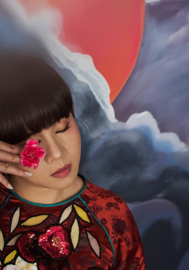 Hoa hậu Hằng Nguyễn khoe bộ ảnh Giọt mơ đậm chất liêu trai - Ảnh 2.