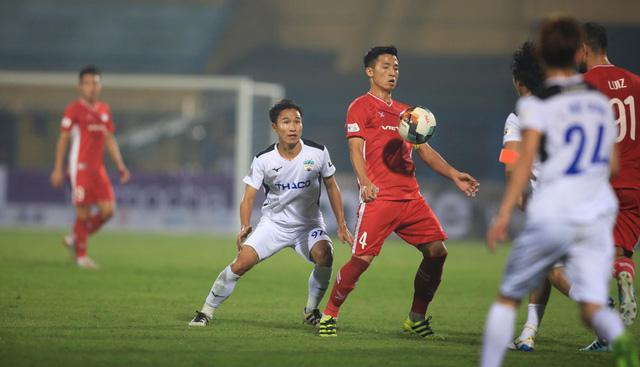 ẢNH: Viettel hòa Hoàng Anh Gia Lai trong trận cầu mưa bàn thắng - Ảnh 9.