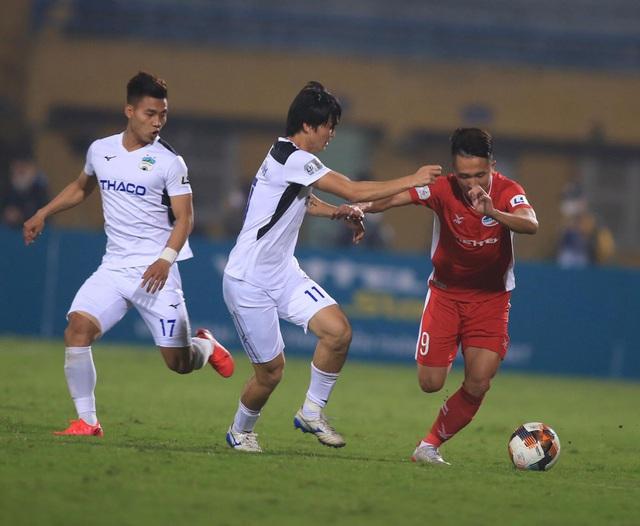 ẢNH: Viettel hòa Hoàng Anh Gia Lai trong trận cầu mưa bàn thắng - Ảnh 6.