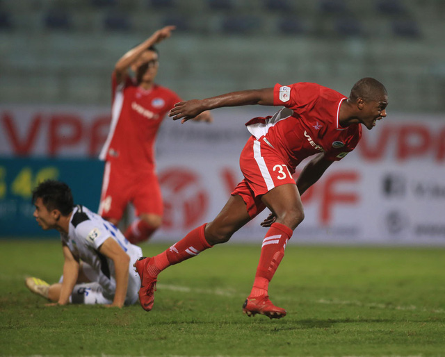 ẢNH: Viettel hòa Hoàng Anh Gia Lai trong trận cầu mưa bàn thắng - Ảnh 3.