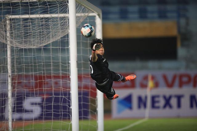 ẢNH: Viettel hòa Hoàng Anh Gia Lai trong trận cầu mưa bàn thắng - Ảnh 2.