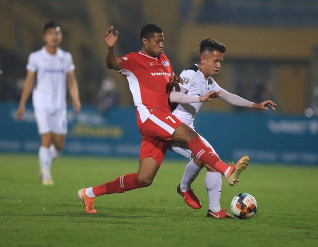 ẢNH: Viettel hòa Hoàng Anh Gia Lai trong trận cầu mưa bàn thắng - Ảnh 1.
