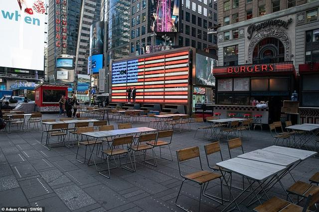 Thành phố không bao giờ ngủ New York (Mỹ) vắng vẻ trong mùa dịch COVID-19 - Ảnh 1.
