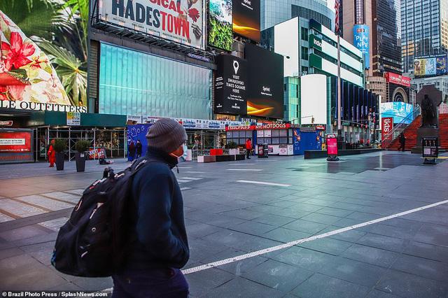 Thành phố không bao giờ ngủ New York (Mỹ) vắng vẻ trong mùa dịch COVID-19 - Ảnh 3.