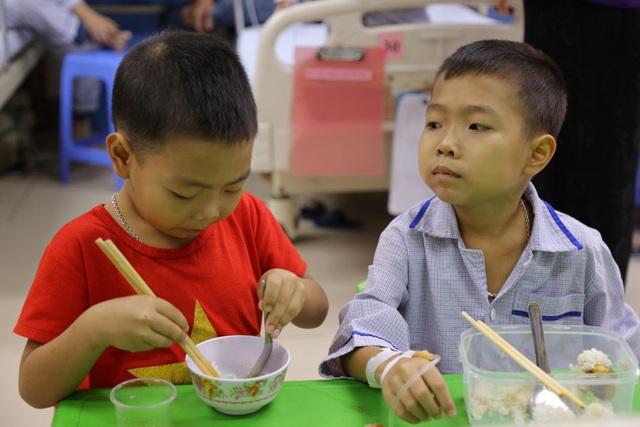 Những đứa trẻ mòn mỏi chờ máu điều trị - Ảnh 2.