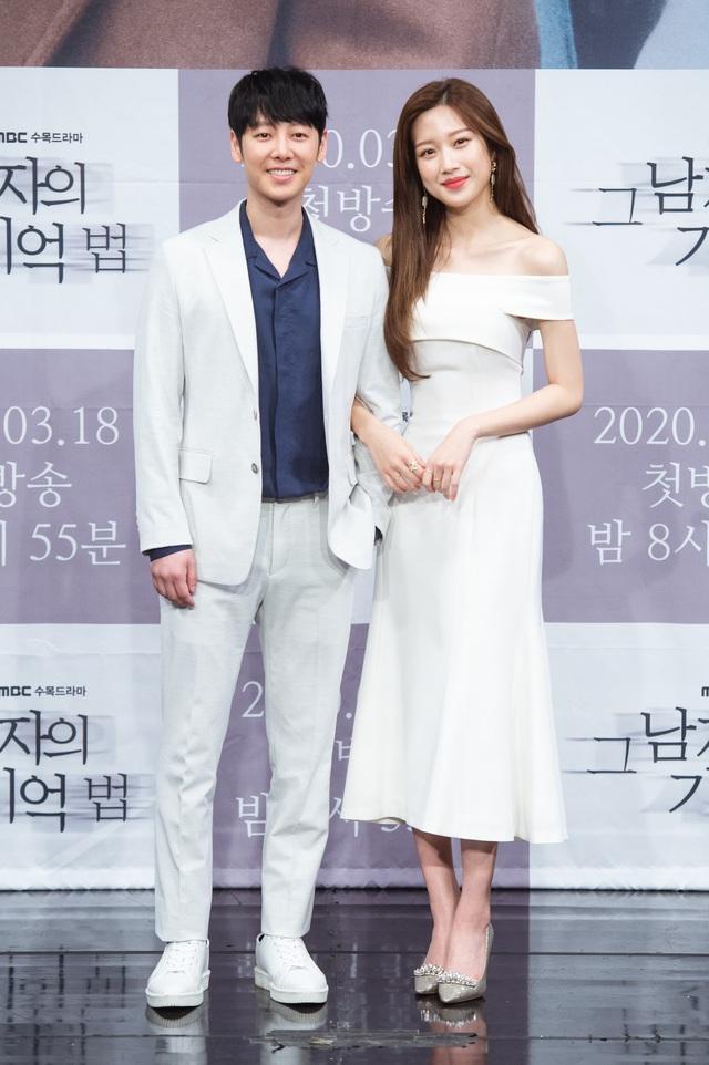 Kém bạn diễn 13 tuổi nhưng Moon Ga Young tiết lộ không khó khăn để đóng cảnh tình cảm - Ảnh 3.