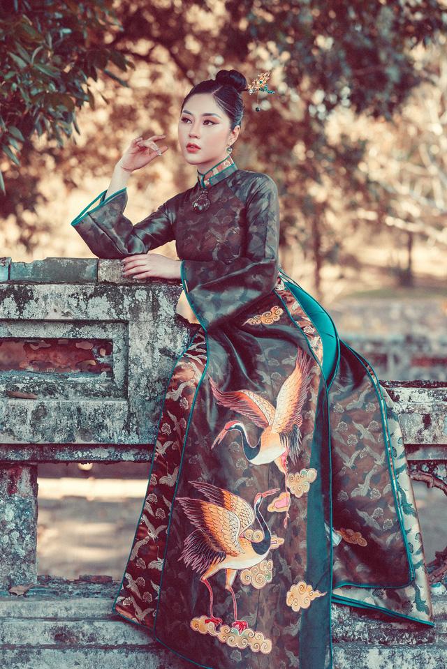 Người đẹp Tô Diệp Hà duyên dáng trong bộ ảnh áo dài - Ảnh 2.
