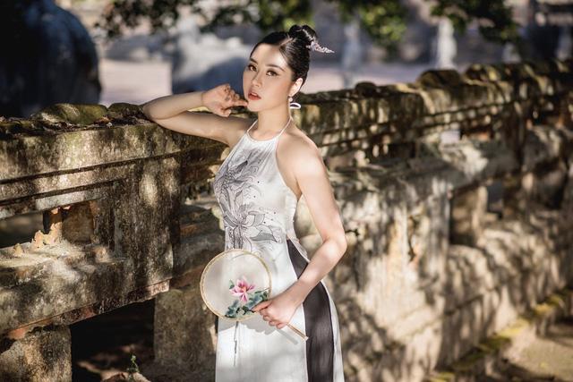 Người đẹp Tô Diệp Hà duyên dáng trong bộ ảnh áo dài - Ảnh 7.