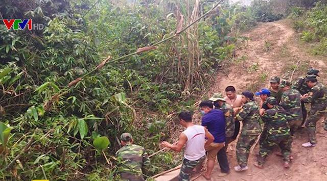 Phát hiện số lượng lớn gỗ lậu ở rừng biên giới Quảng Trị - Ảnh 1.
