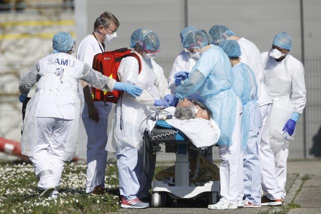Dịch COVID-19: Số ca tử vong trên toàn cầu tăng lên hơn 18.000 người - Ảnh 2.