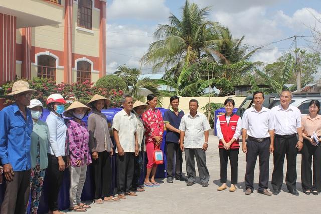 Tổng cục Phòng chống thiên tai trao tặng bồn chứa nước cho người dân ĐBSCL - ảnh 2