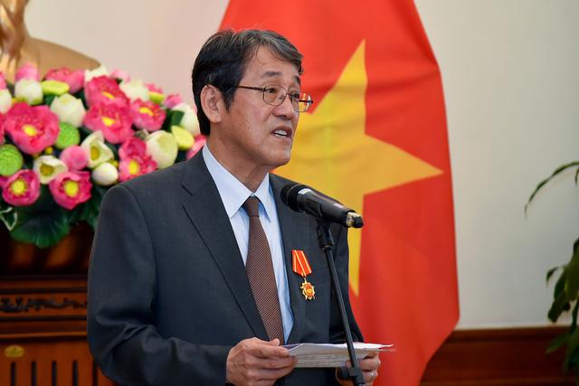 Phó Thủ tướng Phạm Bình Minh trao Huân chương Hữu nghị cho Đại sứ đặc mệnh toàn quyền Nhật Bản - Ảnh 4.