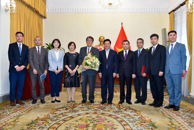 Phó Thủ tướng Phạm Bình Minh trao Huân chương Hữu nghị cho Đại sứ đặc mệnh toàn quyền Nhật Bản - Ảnh 7.