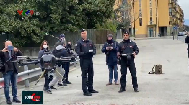 Italy: Dùng drone theo dõi người dân không chấp hành quy định ở trong nhà - Ảnh 1.