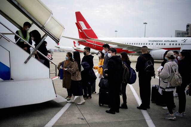 Nhà giàu Trung Quốc chi hơn 20.000 USD cho một vé máy bay rời Mỹ - Ảnh 1.