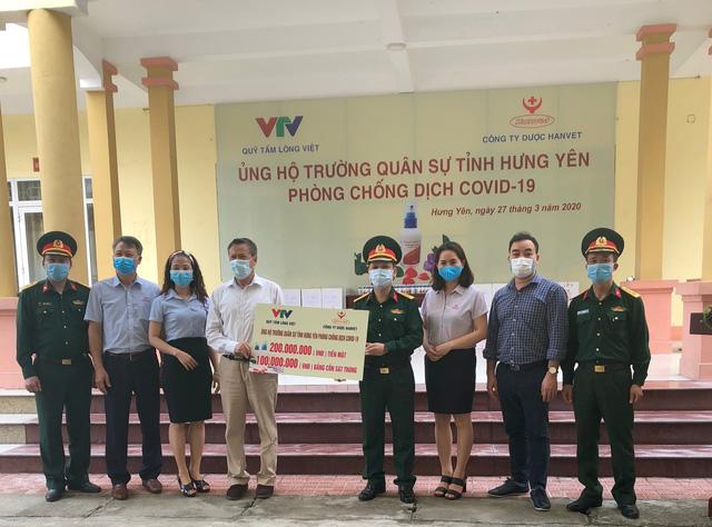 Hỗ trợ 10.000 lọ cồn sát trùng và 400 triệu đồng cùng cả nước chung tay chống dịch COVID-19 - Ảnh 1.