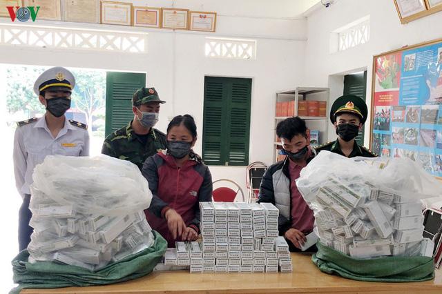 Bắt một phụ nữ vận chuyển 40 kg thuốc tân dược lậu - Ảnh 1.