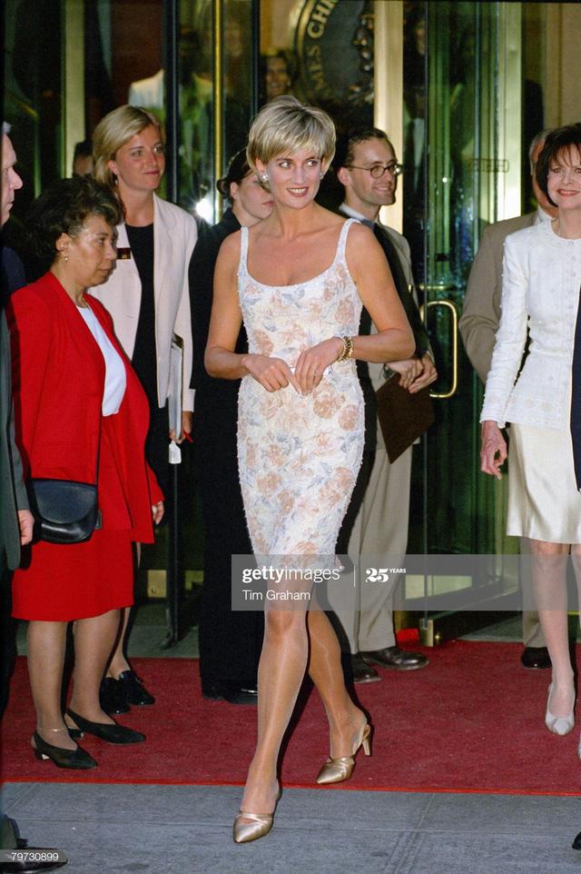 Chiêm ngưỡng những bộ váy mang tính biểu tượng của Công nương Diana - Ảnh 11.