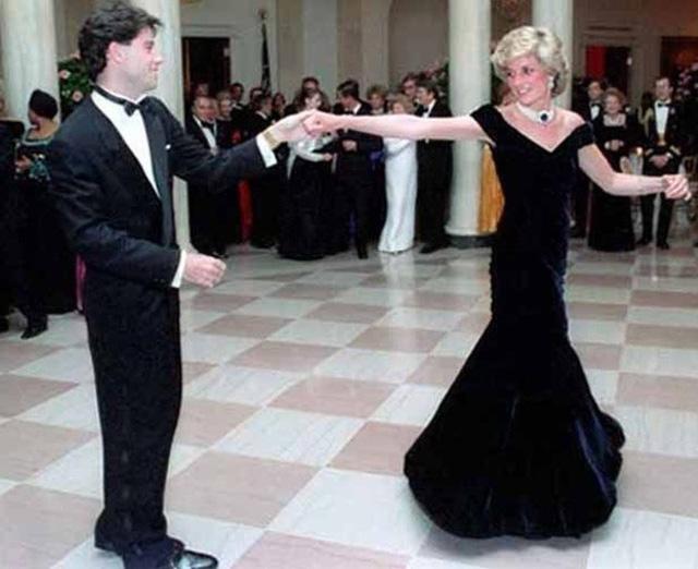 Chiêm ngưỡng những bộ váy mang tính biểu tượng của Công nương Diana - Ảnh 12.
