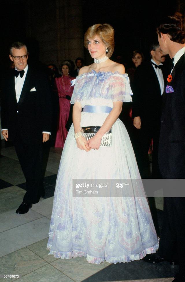 Chiêm ngưỡng những bộ váy mang tính biểu tượng của Công nương Diana - Ảnh 13.