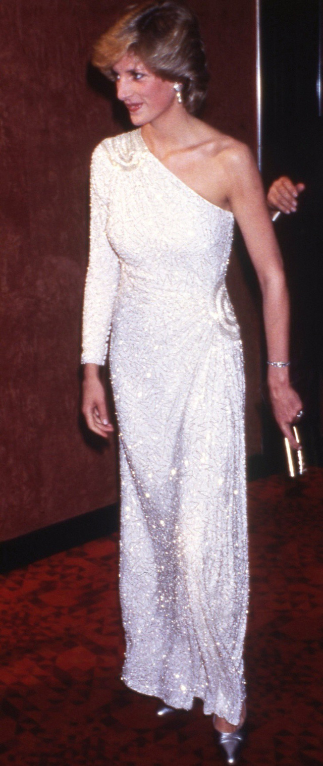 Chiêm ngưỡng những bộ váy mang tính biểu tượng của Công nương Diana - Ảnh 14.