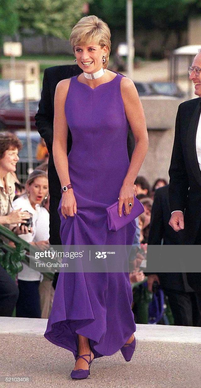 Chiêm ngưỡng những bộ váy mang tính biểu tượng của Công nương Diana - Ảnh 15.