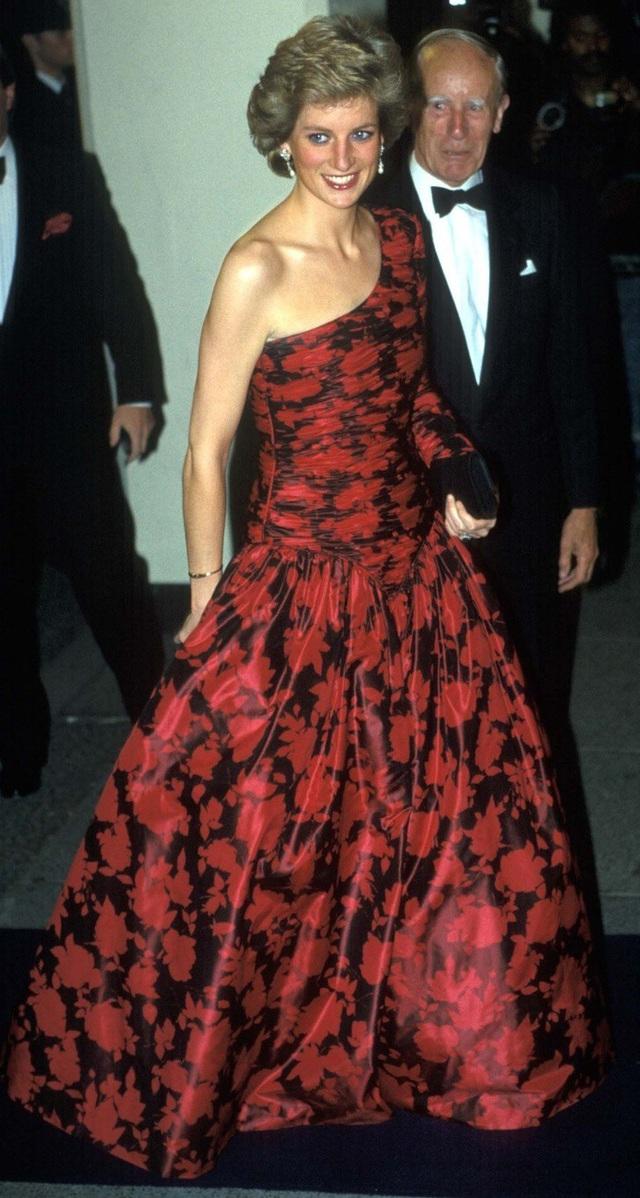 Chiêm ngưỡng những bộ váy mang tính biểu tượng của Công nương Diana - Ảnh 16.