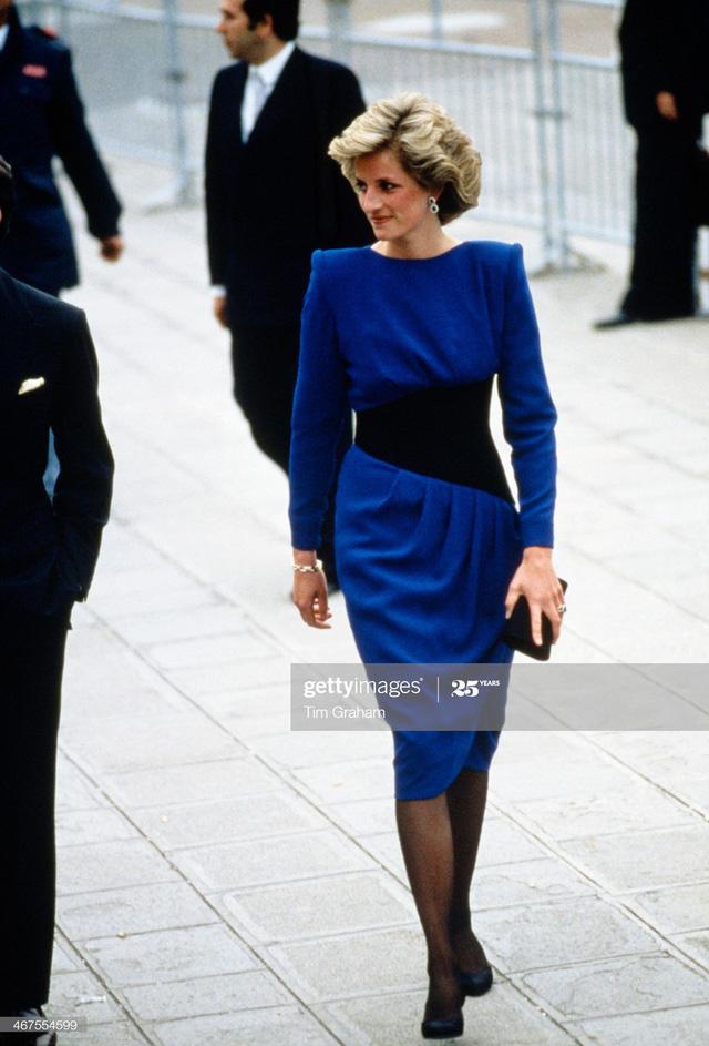 Chiêm ngưỡng những bộ váy mang tính biểu tượng của Công nương Diana - Ảnh 17.