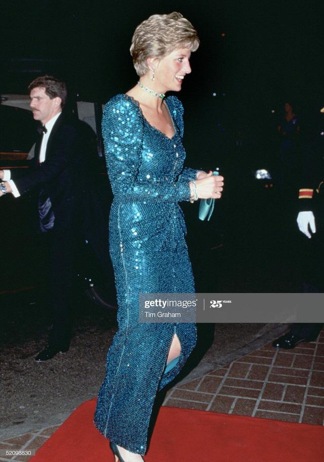 Chiêm ngưỡng những bộ váy mang tính biểu tượng của Công nương Diana - Ảnh 19.