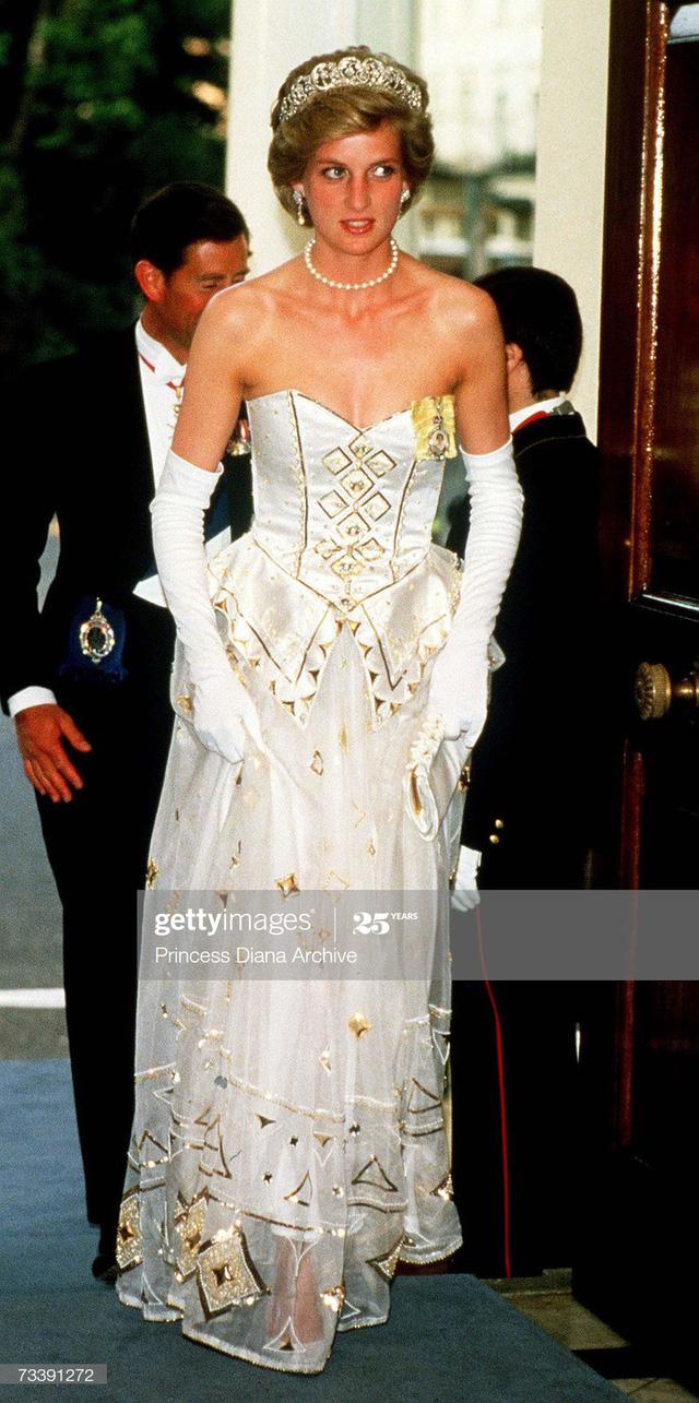 Chiêm ngưỡng những bộ váy mang tính biểu tượng của Công nương Diana - Ảnh 20.