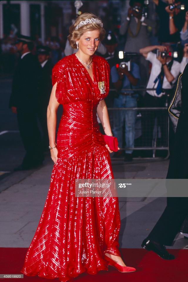 Chiêm ngưỡng những bộ váy mang tính biểu tượng của Công nương Diana - Ảnh 3.