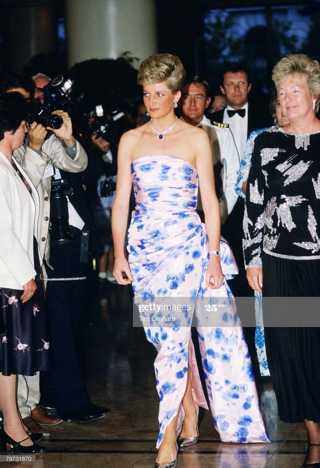 Chiêm ngưỡng những bộ váy mang tính biểu tượng của Công nương Diana - Ảnh 5.