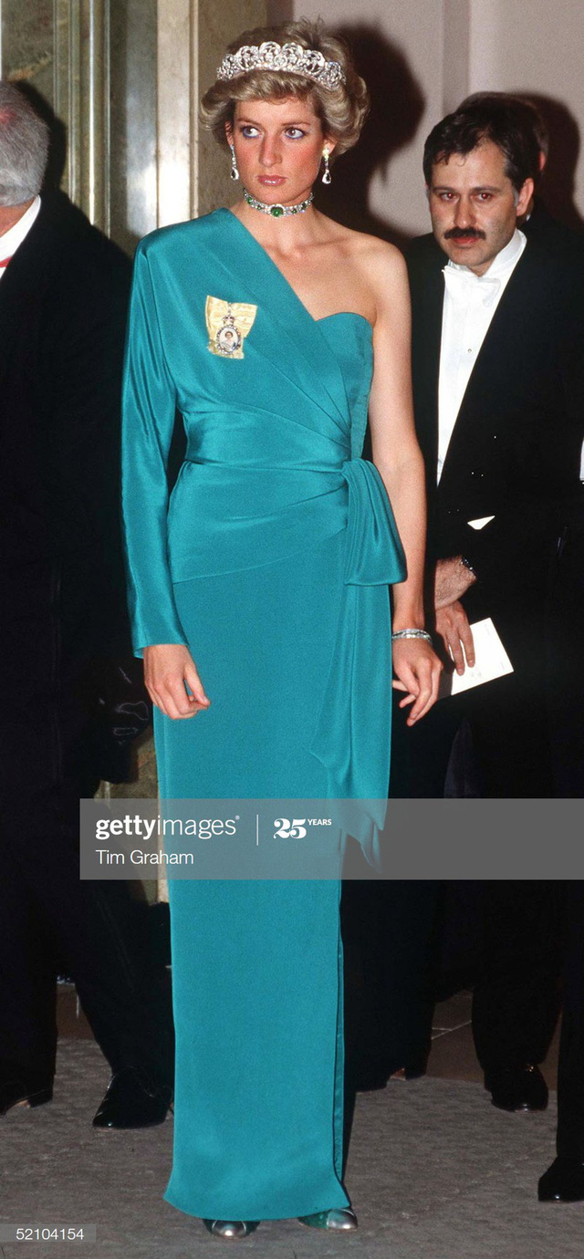 Chiêm ngưỡng những bộ váy mang tính biểu tượng của Công nương Diana - Ảnh 7.