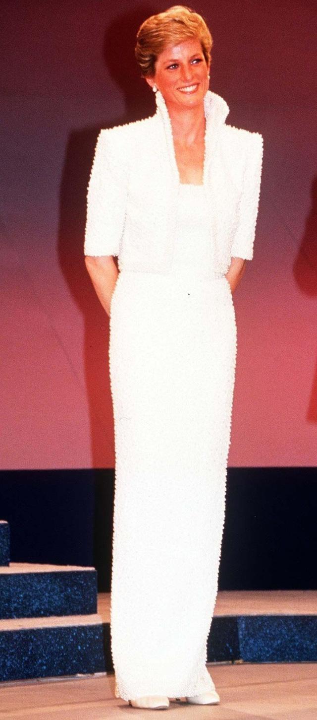 Chiêm ngưỡng những bộ váy mang tính biểu tượng của Công nương Diana - Ảnh 8.