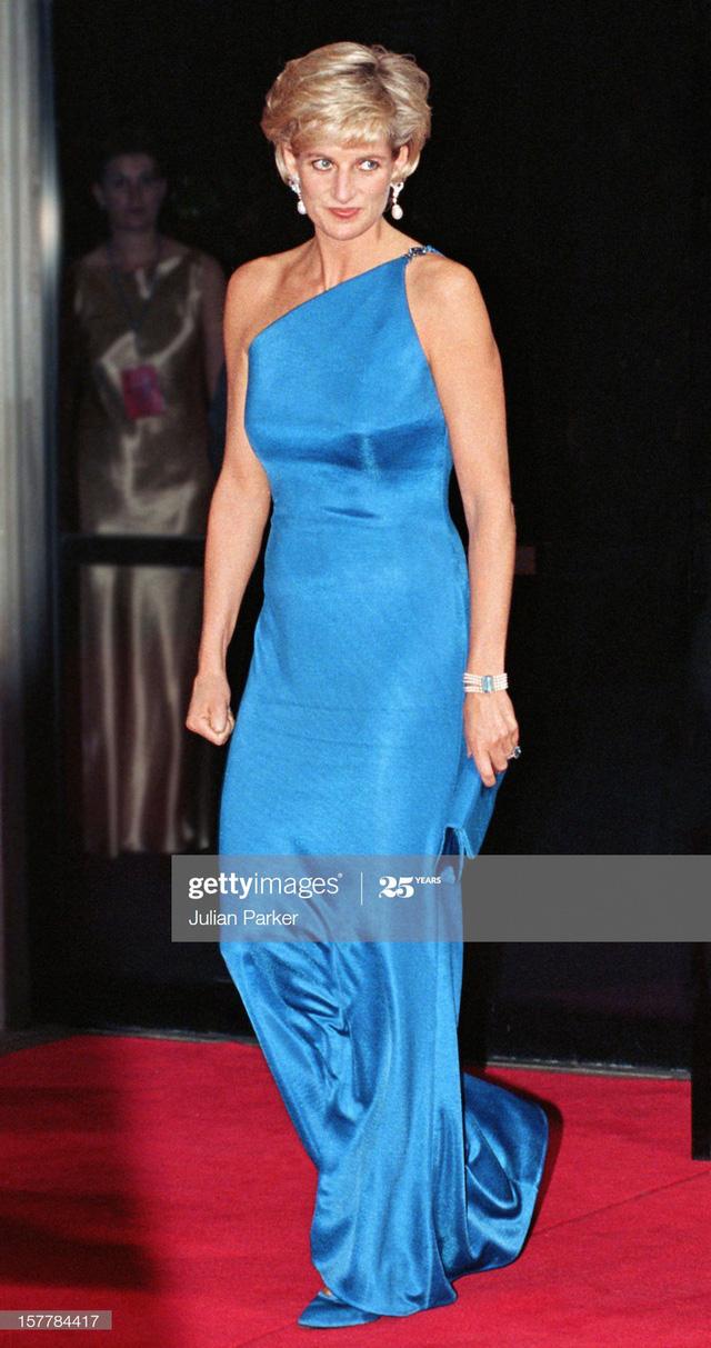 Chiêm ngưỡng những bộ váy mang tính biểu tượng của Công nương Diana - Ảnh 9.