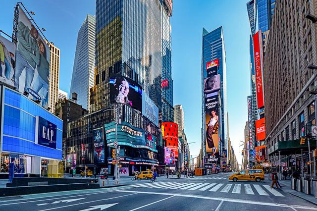 Khung cảnh hoang vắng, ảm đạm ở các thành phố nổi tiếng thế giới - Ảnh 2.
