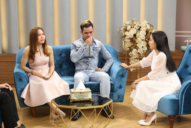 Nghệ sĩ xiếc Lê Hưng bật khóc khi người yêu hơn tuổi Nhã Hiếu hoãn đám cưới - Ảnh 1.