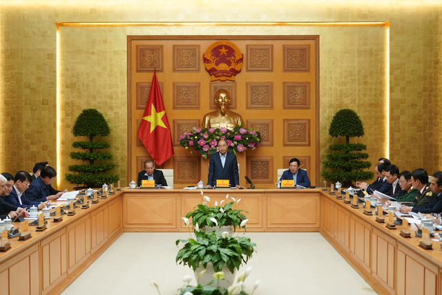 Ứng phó dịch COVID-19: Thủ tướng chỉ thị cấp bách tháo gỡ khó khăn sản xuất kinh doanh, bảo đảm an sinh xã hội - Ảnh 1.