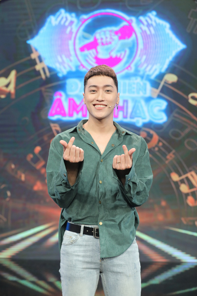 Dàn sao Đại chiến âm nhạc xuống tóc theo trend của ông chủ DanBam Park Seo Joon - Ảnh 1.