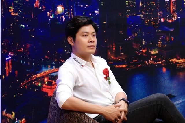 """Nhạc sĩ Nguyễn Văn Chung nghẹn ngào nghĩ đến ngày """"trả con gái nuôi về với mẹ ruột"""" - Ảnh 1."""