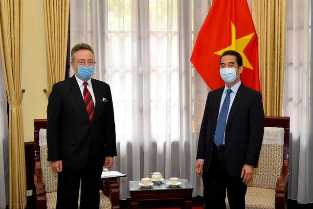 Đại sứ Czech cảm ơn các y, bác sĩ Việt Nam chữa khỏi bệnh cho 1 công dân Czech - Ảnh 1.