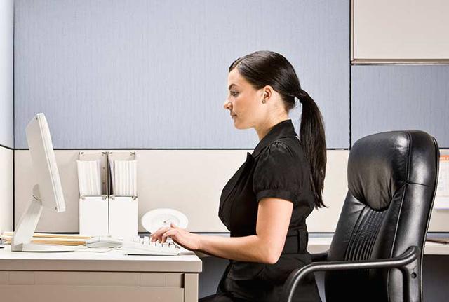 Bạn có đang ngồi đúng cách khi làm việc tại nhà? - Ảnh 2.