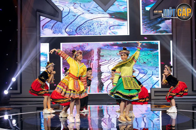 Loạt đồ đôi tuyệt đẹp của Thu Hoài - Dương Hoàng Yến trong Trời sinh một cặp - Ảnh 12.