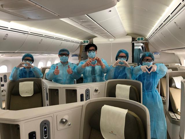 Vietnam Airlines chuyên chở 12 công dân Việt Nam tại Nhật Bản về nước - Ảnh 3.