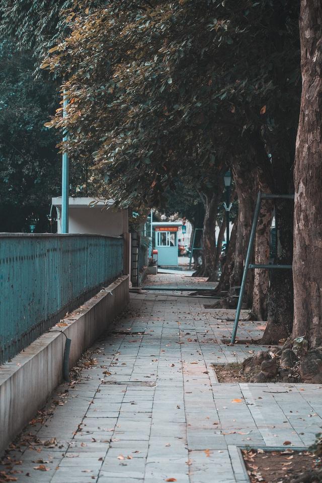 Hà Nội những ngày giãn cách xã hội: Lặng và đẹp! - Ảnh 17.