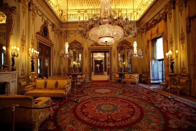 Choáng ngợp trước những căn phòng lộng lẫy trong Cung điện Hoàng gia Anh - Ảnh 2.